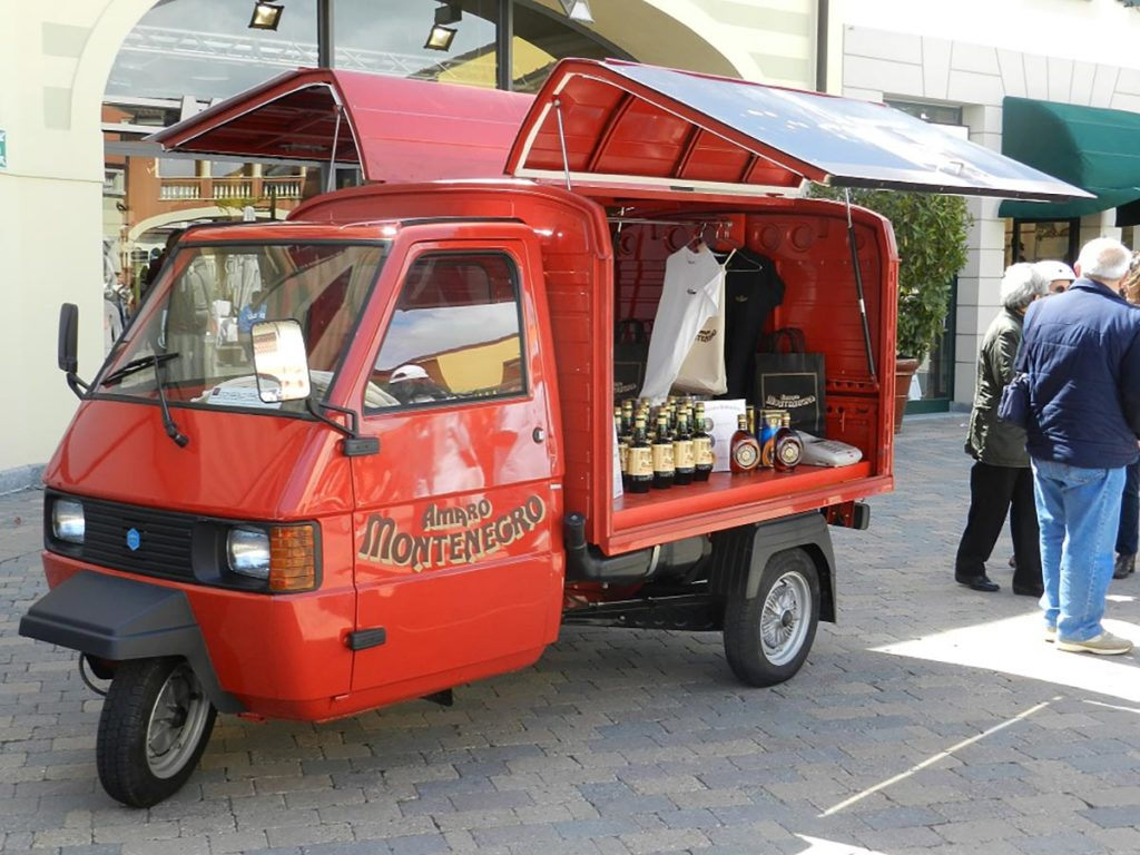 ape-car-amaro-montenegro-street-food-eventi-nelle-piazze-italiane-noleggio-