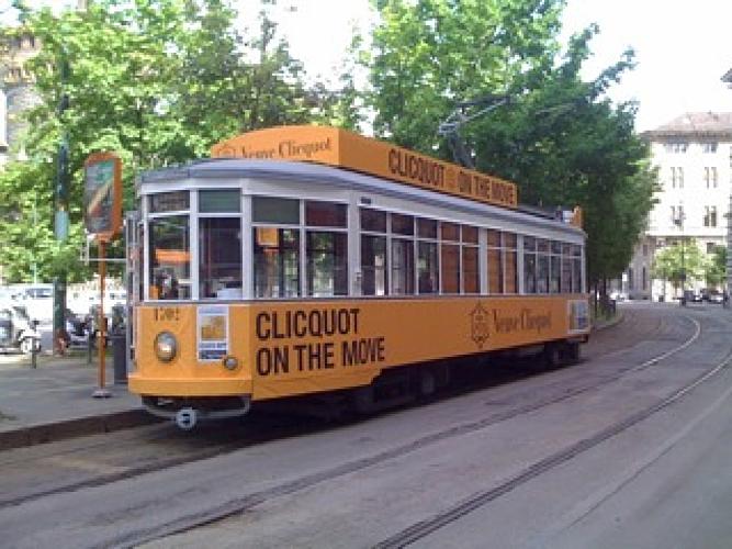 evento-veuve-clicquot-temporary-tram-milano-design-week-fuorisalone-champagne-noleggio